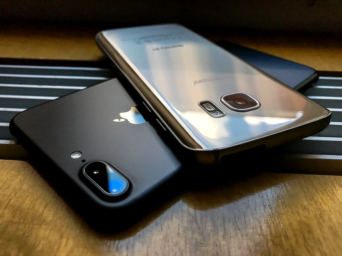 Специалисты сравнили флагманы Самсунг Galaxy S8 иiPhone 7