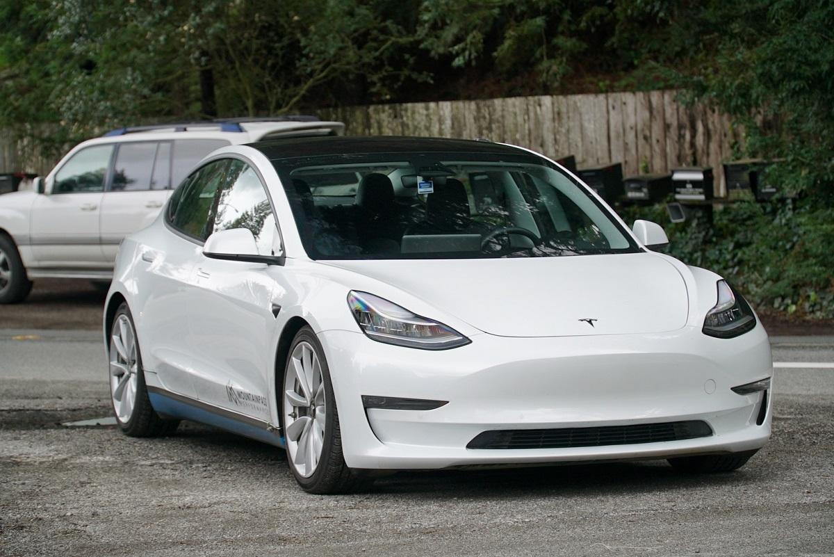 Tesla Model 3 сдвойным мотором увидит свет этим летом