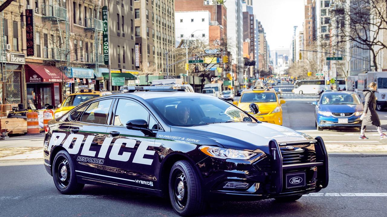 Гибридный седан Форд приспособили для преследования злоумышленников