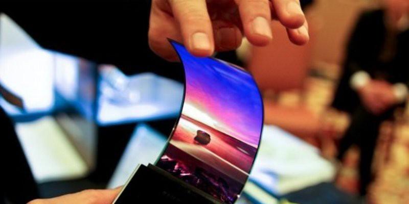 Huawei представит гнущийся смартфон осенью
