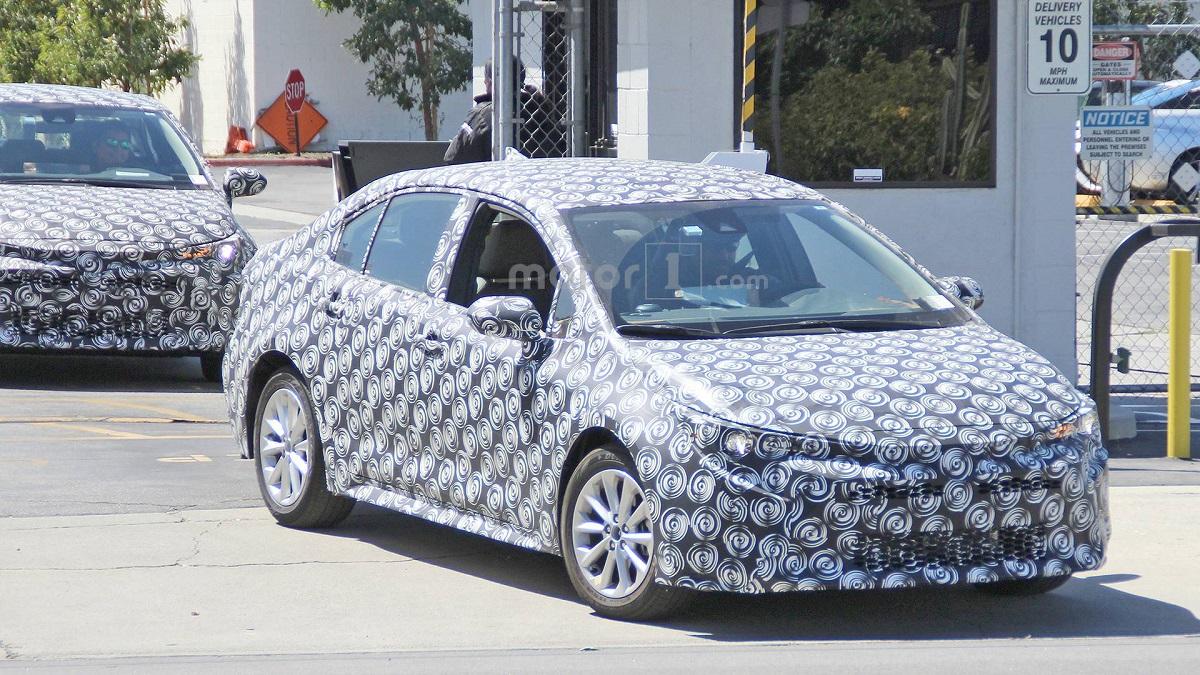 Седан Тойота Corolla обновленного поколения засняли натестах