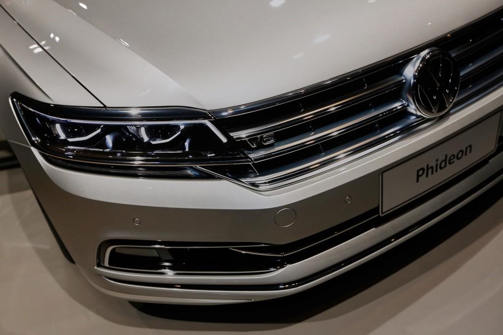 ВШанхае представлен гибридный седан VW Phideon PHEV