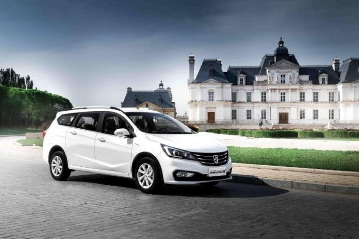 Дженерал моторс представил улучшенный универсал Baojun 310 Wagon