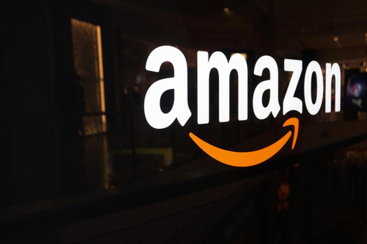Amazon начал доставку покупок вбагажники припаркованных автомобилей class=
