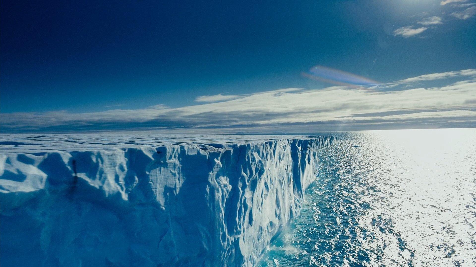 Ученые выявили огромное озеро подо льдами Антарктиды