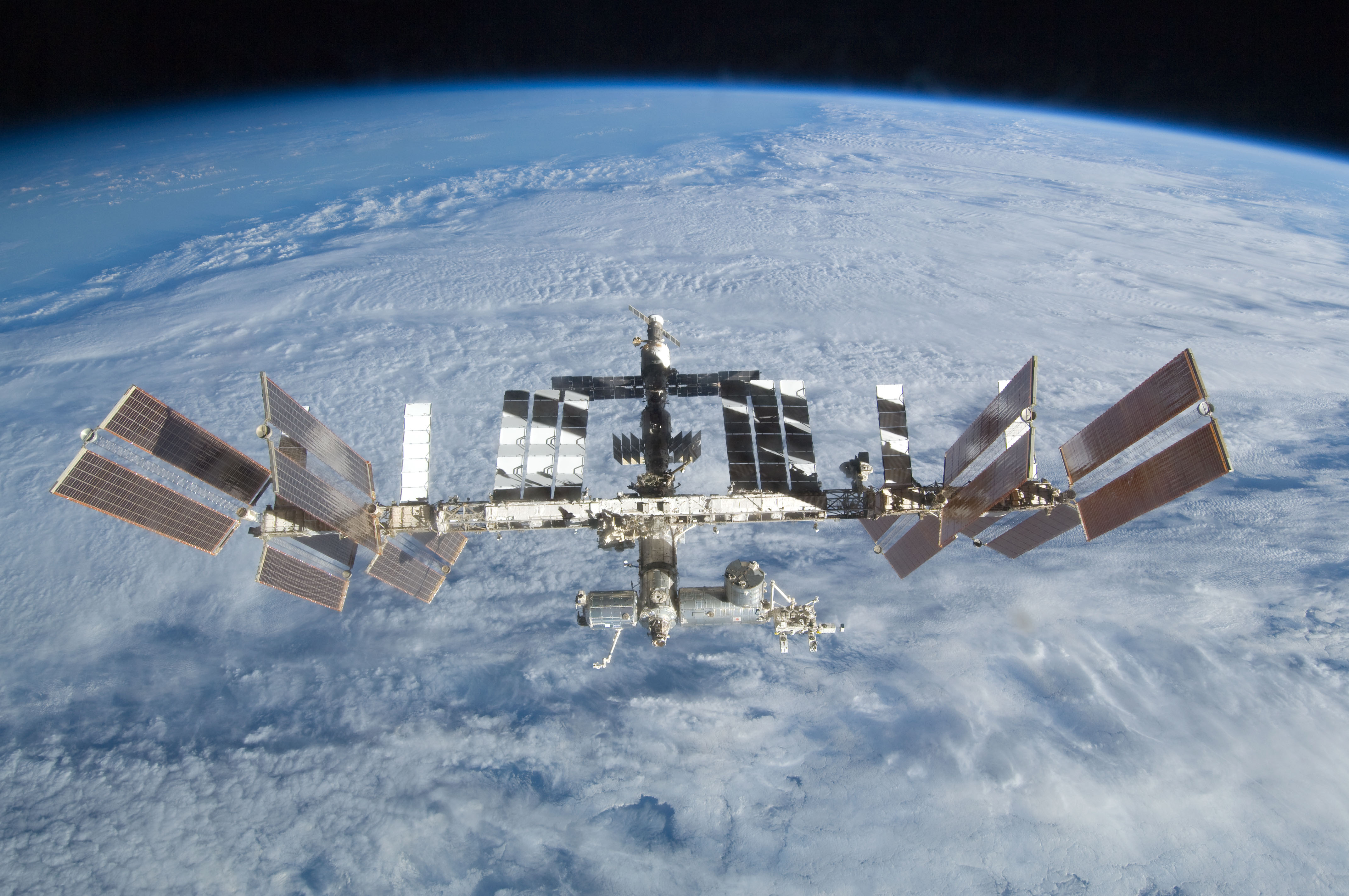 Астронавты наМКС «сбежали» отразноцветного сферического НЛО