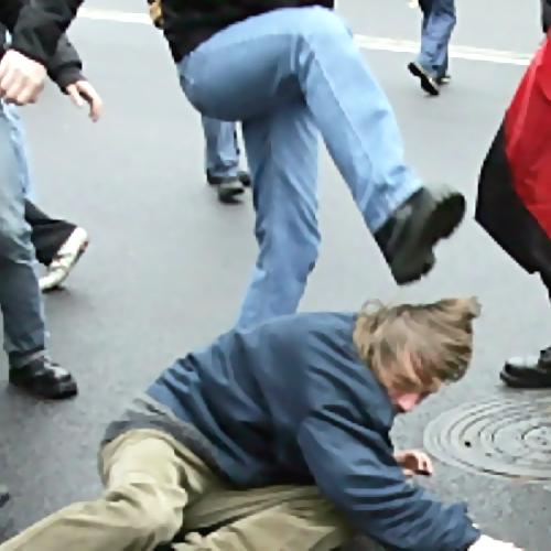 Вцентре Ростова неизвестные избили юного мужчину