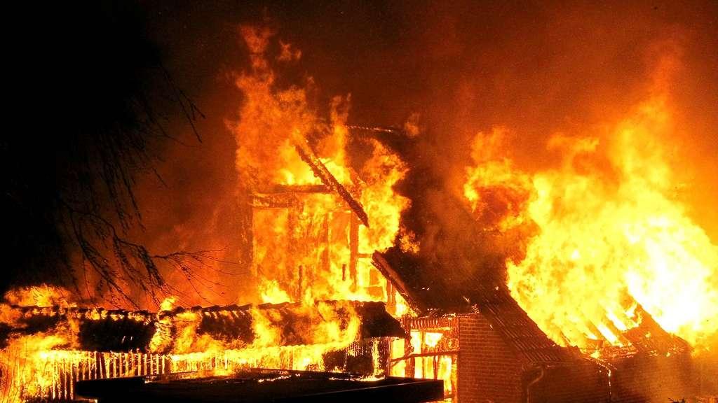 ВТюмени вовремя пожара погибли женщина иребенок