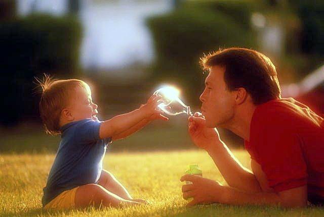 Ученые: Возраст отца влияет наповедение ребенка вобществе