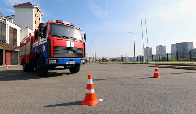 Под Ярославлем пожарная машина столкнулась синомаркой