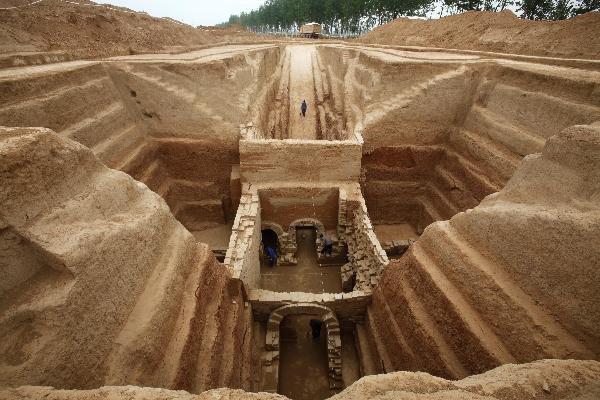 Китайские строители случайно отыскали древнейшую богатую гробницу