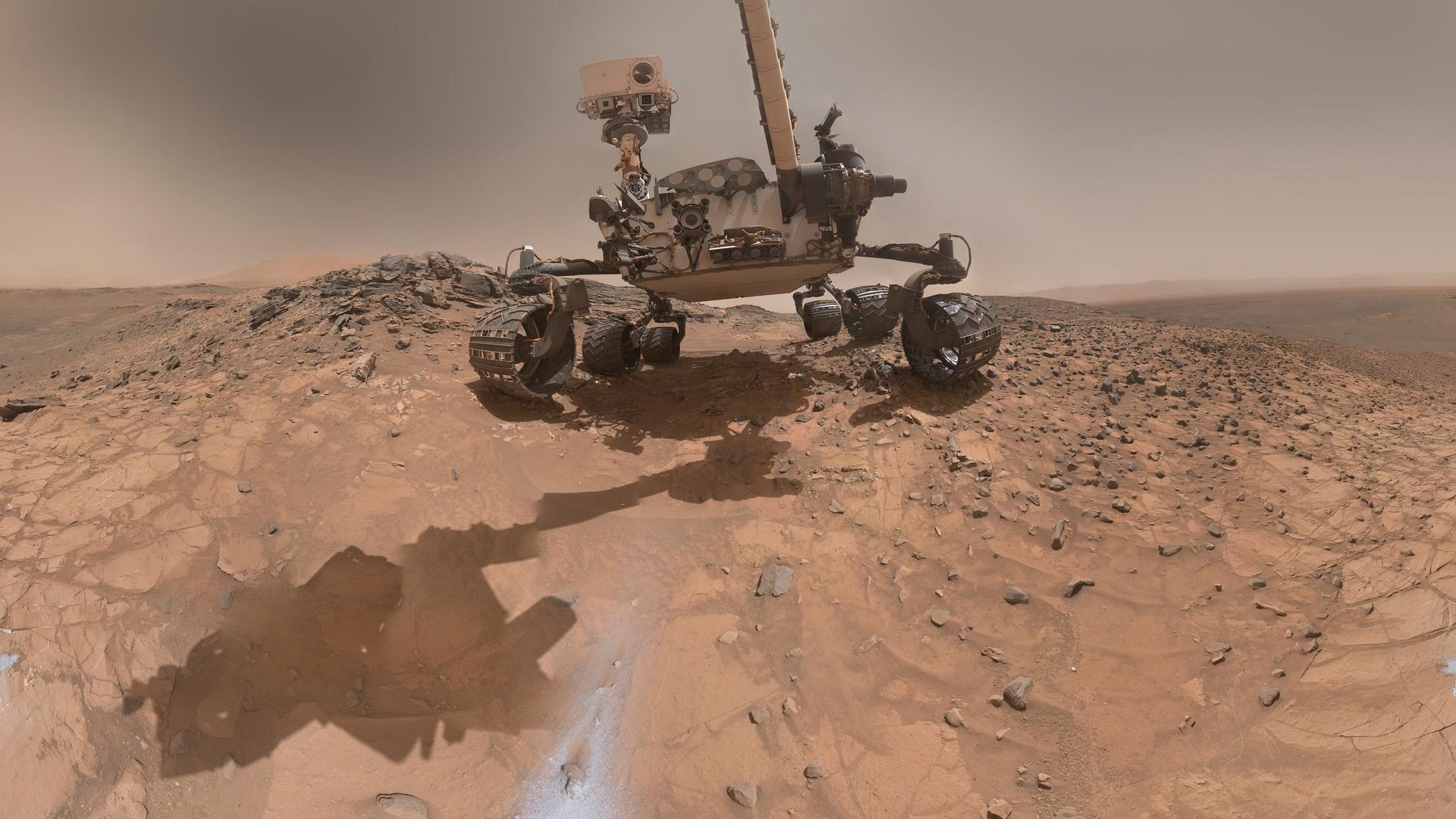 Марсоход Curiosity исследует породы намарсианских дюнах