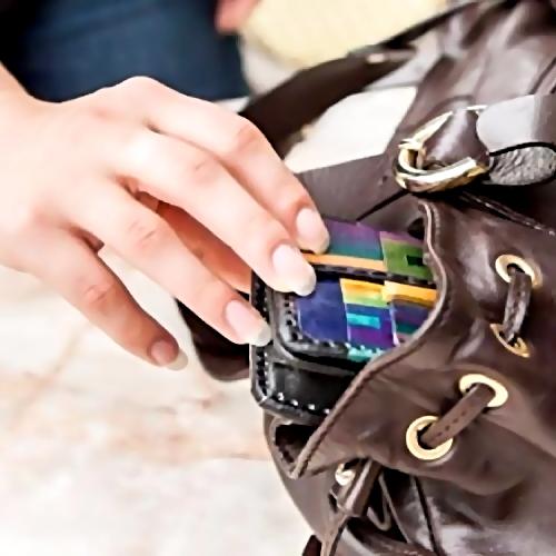 ВСызрани задержали женщину, подозреваемую вкражах кошельков у клиентов вмагазинах