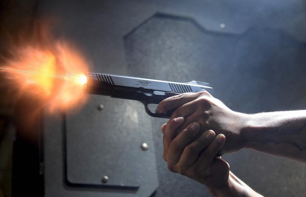 Неизвестные обстреляли машину скорой помощи вЕкатеринбурге, пострадавших нет