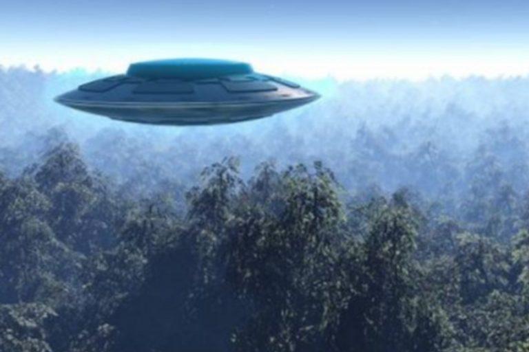 ВСеть попали кадры, как над Северной Кореей промчался корабль НЛО