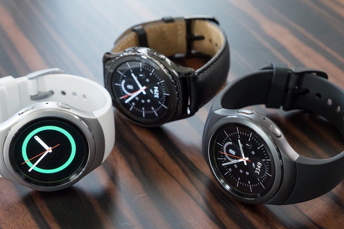 Самсунг разработают новые умные часы совстроенным проектором