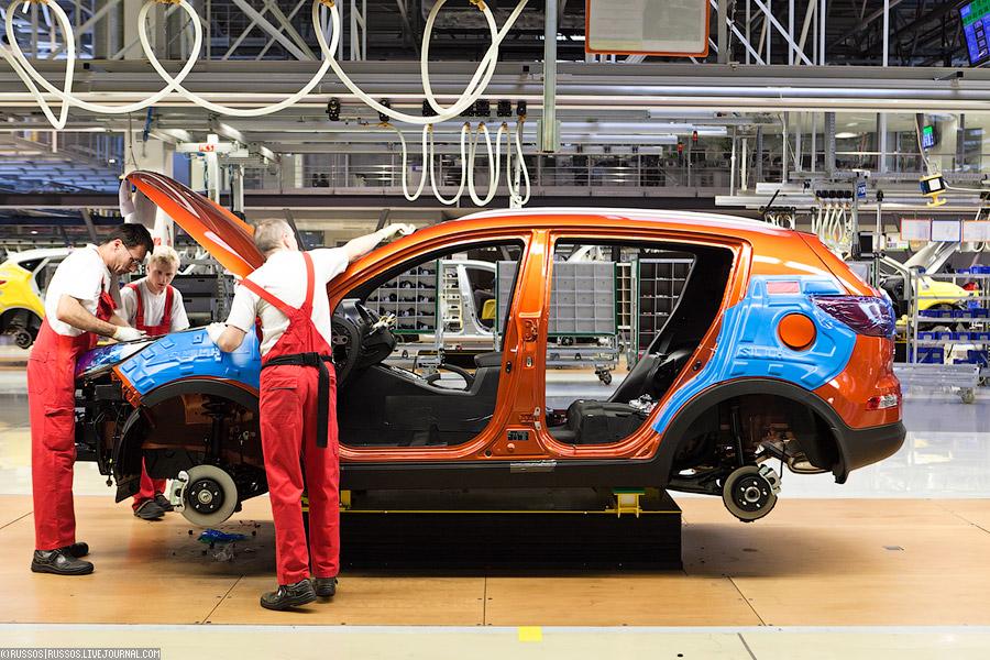 Производство легковых автомобилей в РФ за 4 месяца упало на 25,1% до 345 тыс. штук