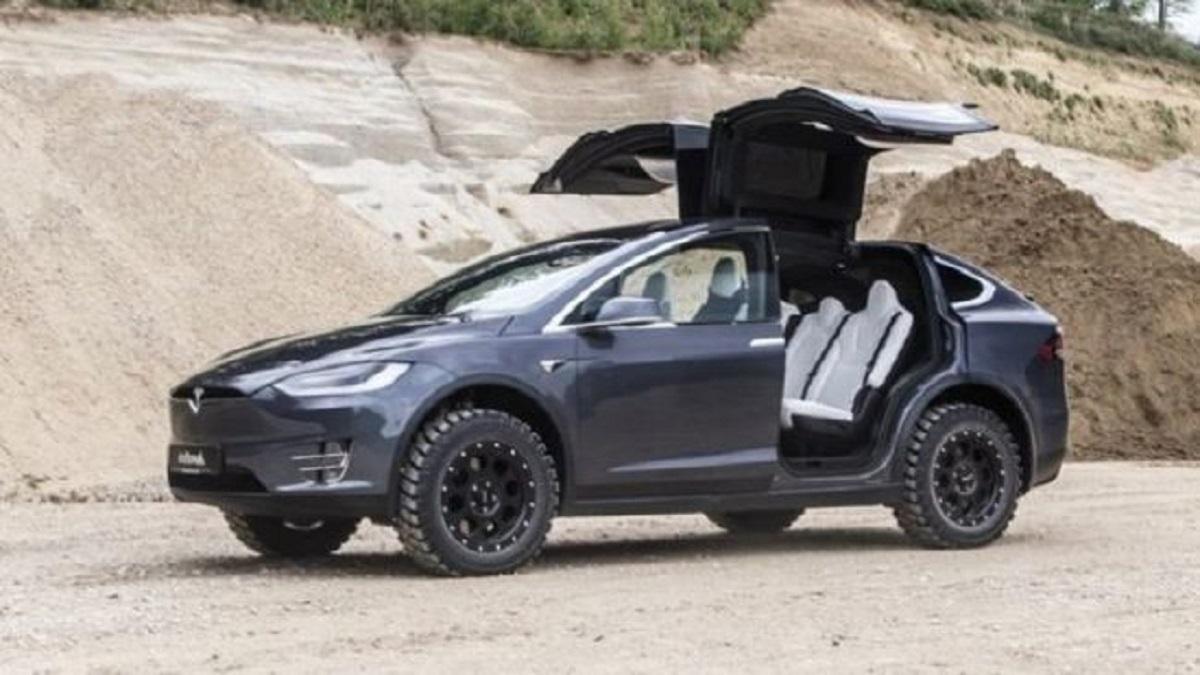 Автоателье Delta 4x4 сделала электрокар Tesla Model Xнастоящим джипом