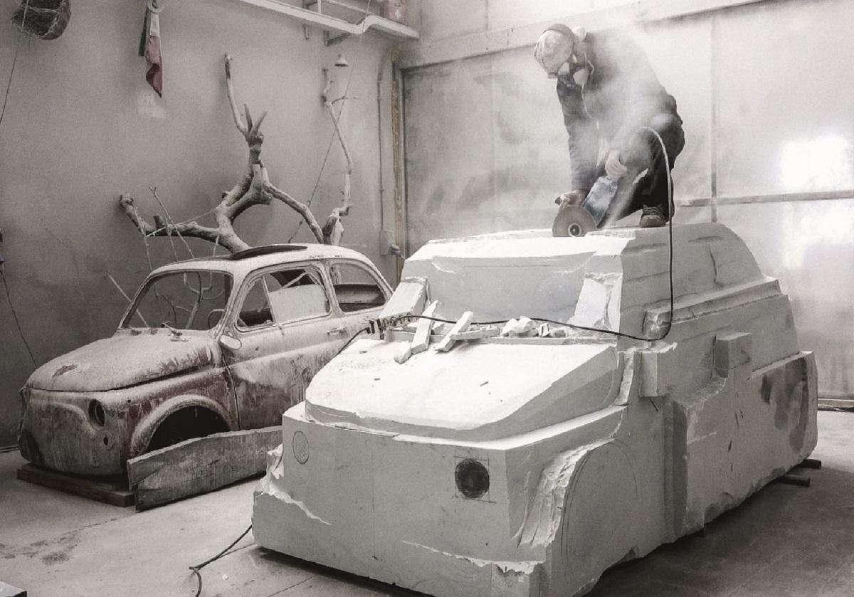 Итальянец сделает из15-тонного блока мрамора копию Фиат 500