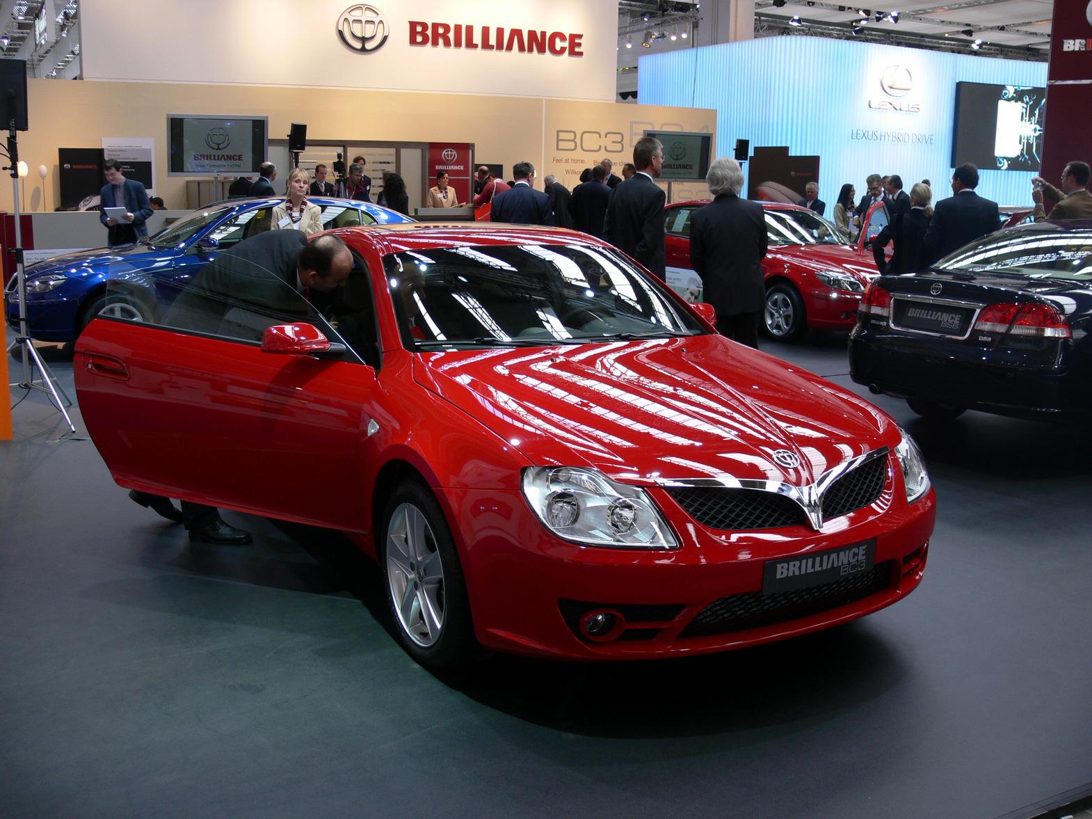 Китайский кроссовер Brilliance V6 без камуфляжной защиты?