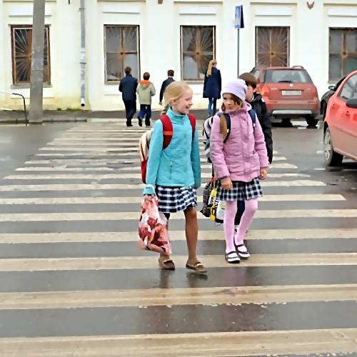 ВКалининграде ищут водителя, сбившего школьниц напешеходном переходе
