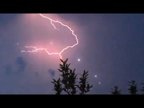 В Техасе во время грозы появились несколько НЛО