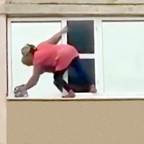 ВВолгограде женщина погибла, выпав с12-го этажа вновостройке
