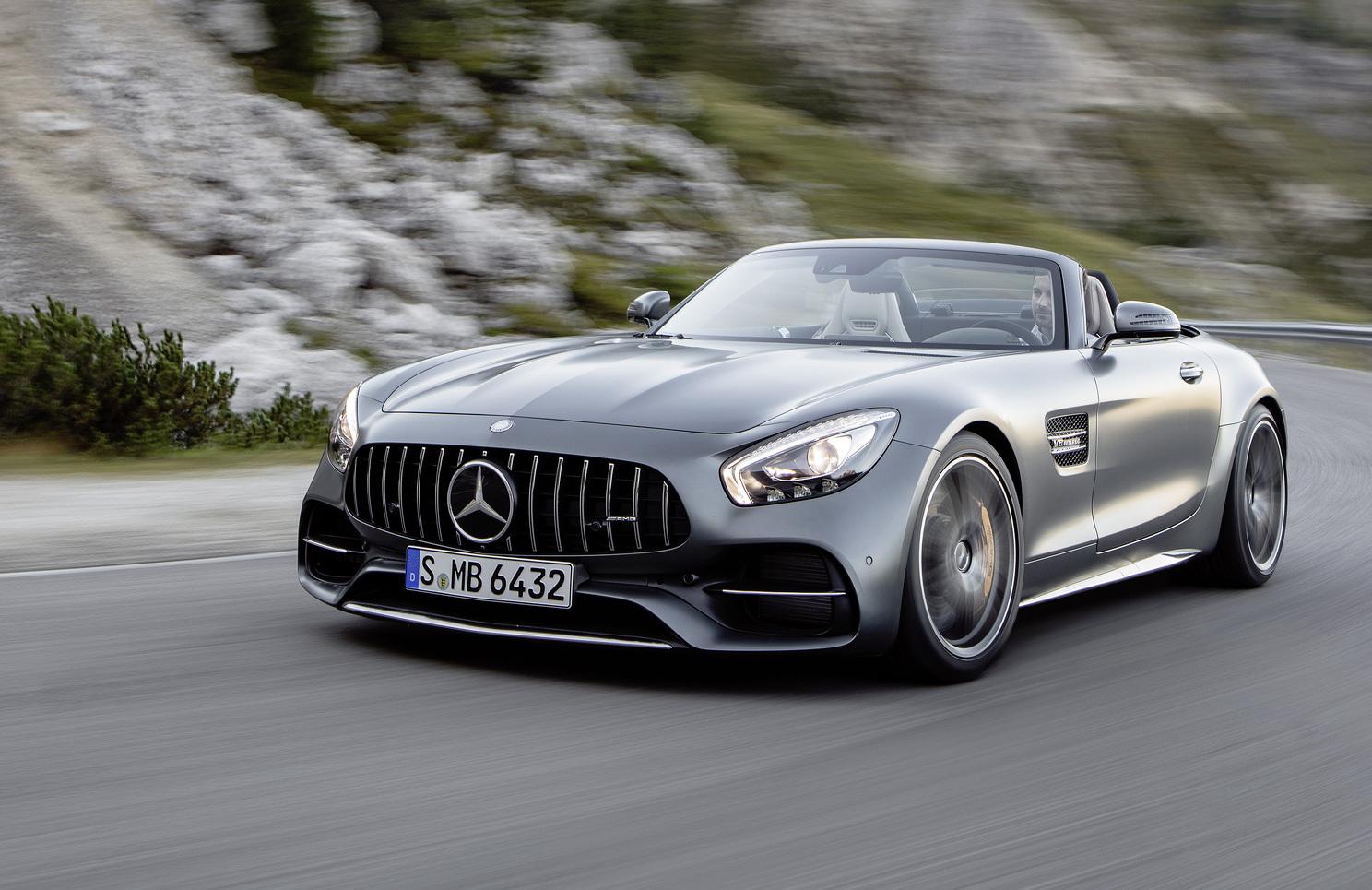 Названы цены на улучшенный Mercedes-AMGGT в РФ