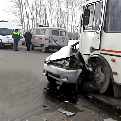 ВАбинском районе столкнулись рейсовый автобус илегковушка