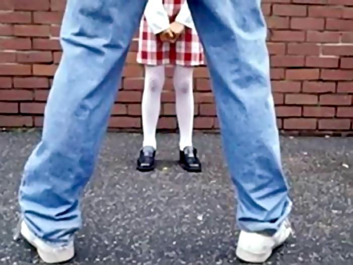 Сантехник износилывал школьницу видео 2 фотография