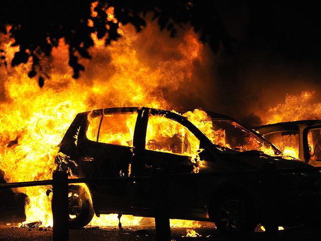 ВНовороссийске ночью горел автомобиль Мазда