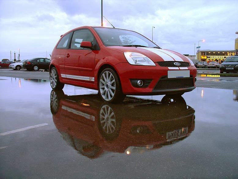 На британском рынке стартовали продажи нового Ford Fiesta ST200