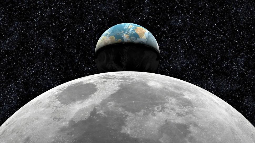 Уфологи сняли навидео немалый черный НЛО над поверхностью Луны