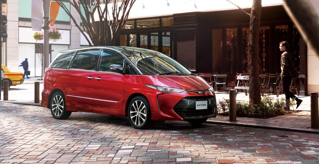 Компания Toyota представила рестайлинговый минивэн Estima 2016 модельного года