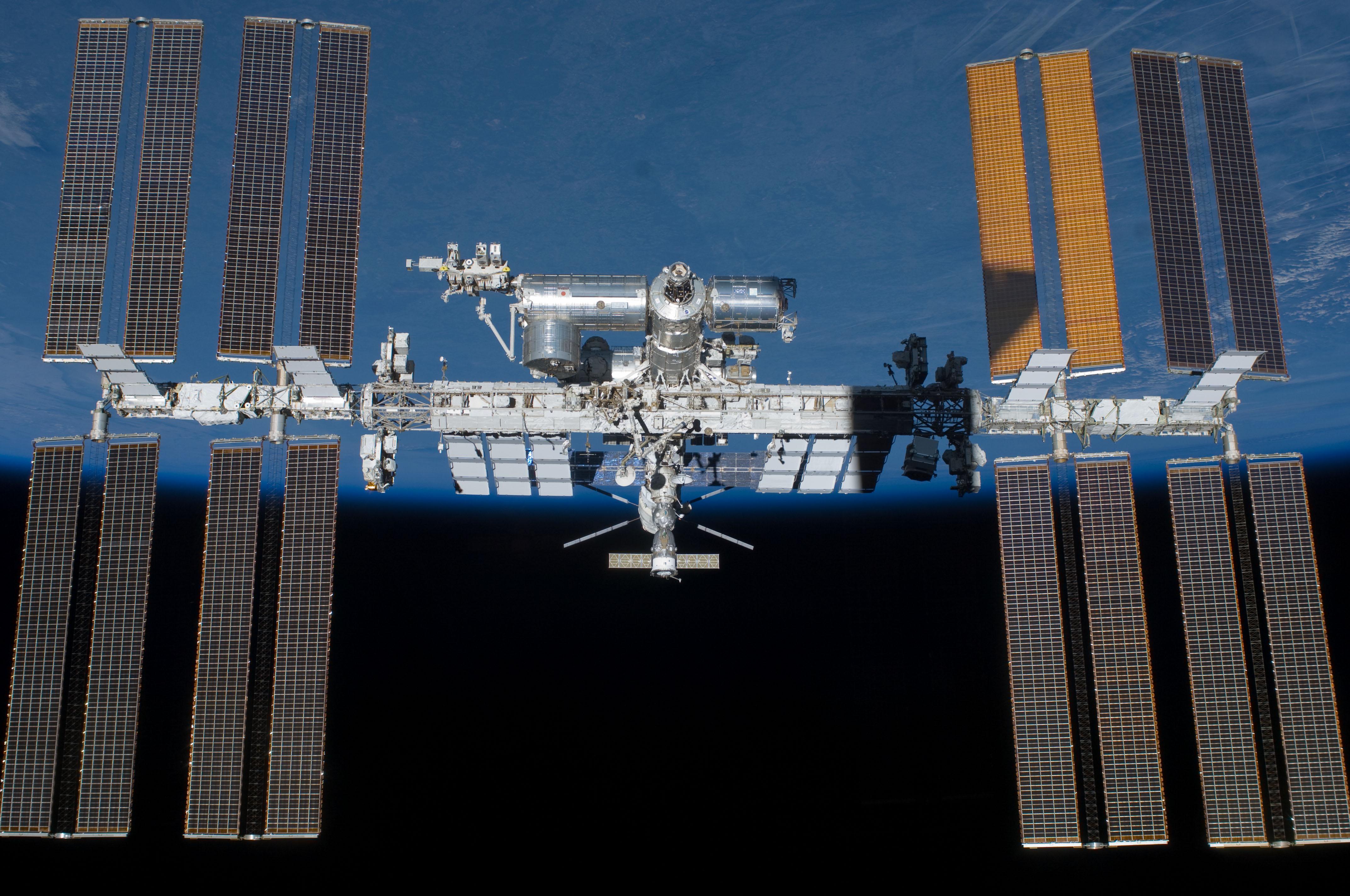 Грузовой автомобиль «Прогресс МС-06» доставит наМКС наноспутники исвежие яблоки