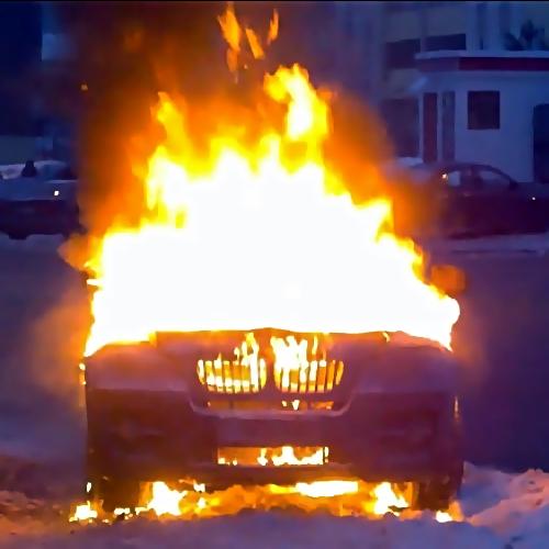 ВПерми впериод движения загорелась иностранная машина БМВ
