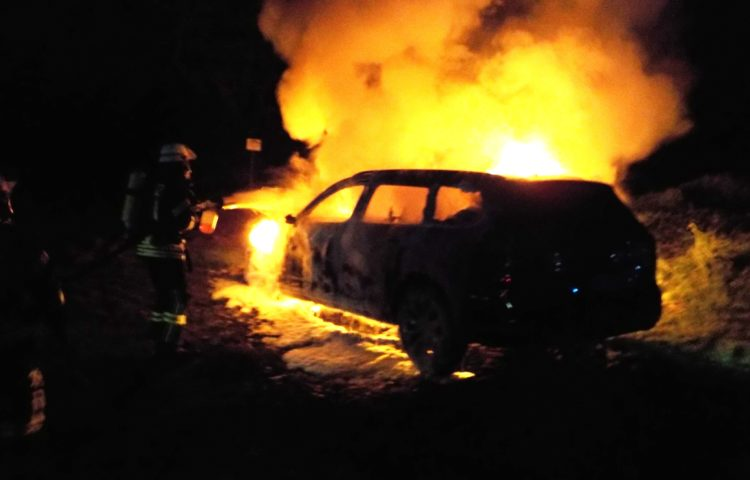 Вседорожный автомобиль сгорел ночью напроспекте Маршала Жукова