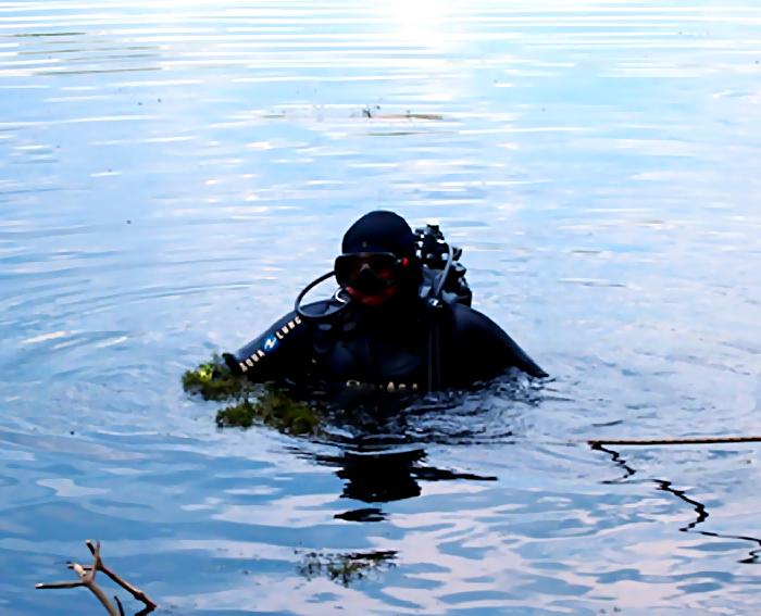 Водолазы поисково-спасательного отряда достали содна реки Самара тела 2-х утонувших мужчин