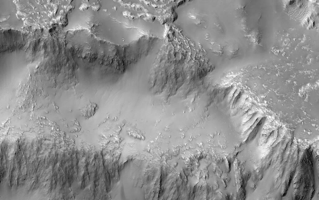NASA показало водопад излавы наМарсе