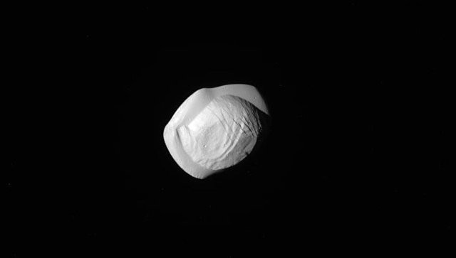 NASA показало «пирожки» и«пельмени» вспутниках Сатурна