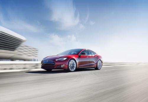 Tesla Motors не сможет выполнить обещания по объему поставок