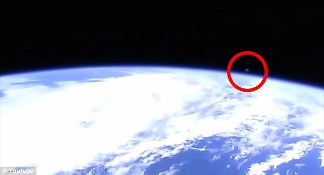 Камеры МКС зафиксировали таинственный объект