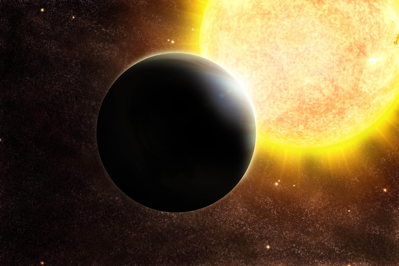 Найдена черная экзопланета темнее сажи— Ученые