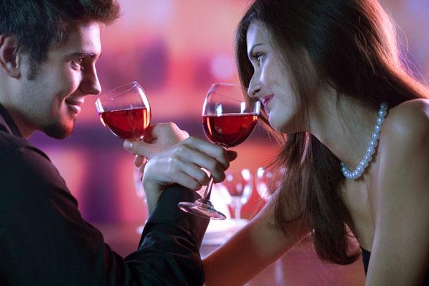 Исследование Счастливые пары употребляют вместе алкоголь