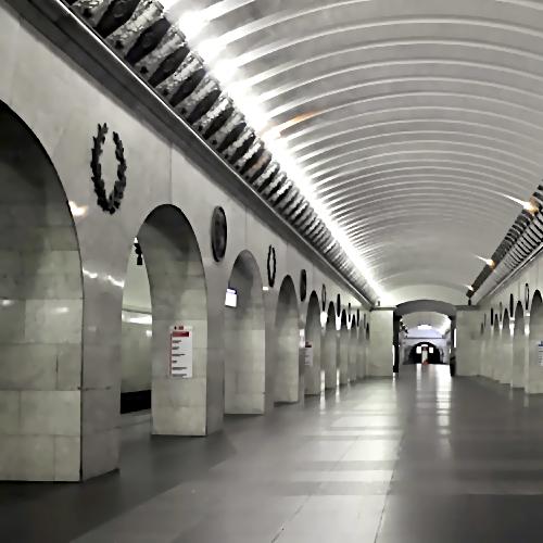 Настанции метро «Технологический институт» под поезд упал человек