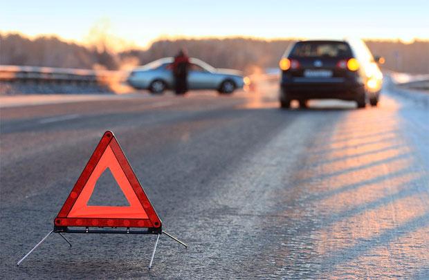 Иностранная машина врезалась встолб наКаширском шоссе, пострадавших нет