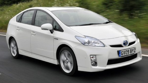 Появление обновленного поколения Тойота Prius отложили дозимы