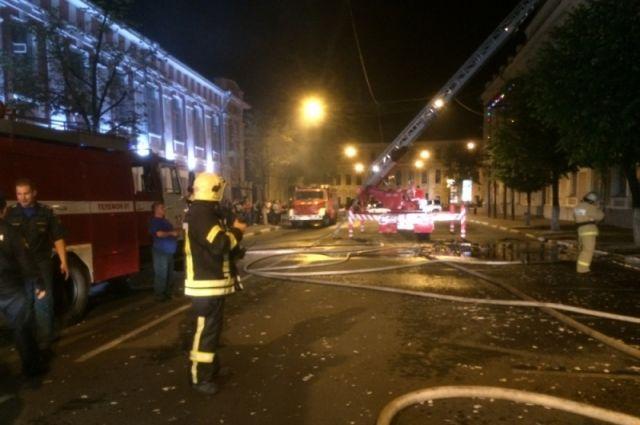 Вцентре Ярославля пожар уничтожил кровлю многоквартирного дома