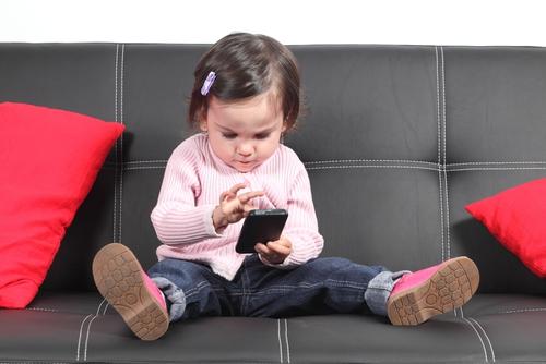 Названа пятерка наиболее подходящих смартфонов для детей