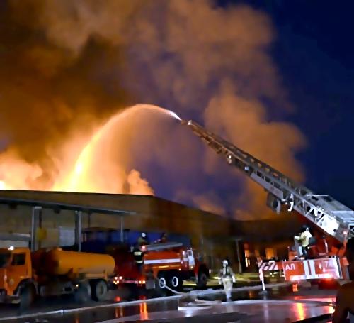 Пожар наскладах под Екатеринбургом локализовали